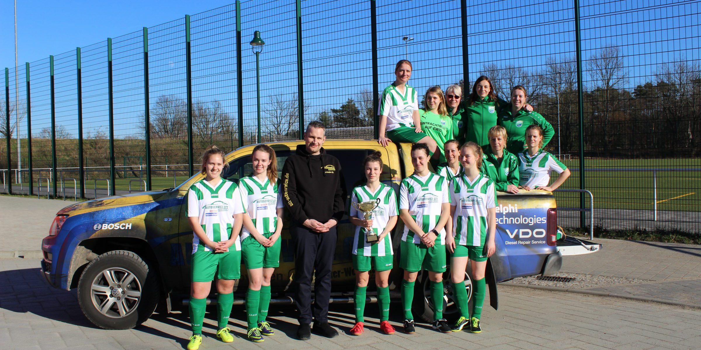 20190518 Frauenmannschaft SG Wandlitz-Basdorf mit Sponsor