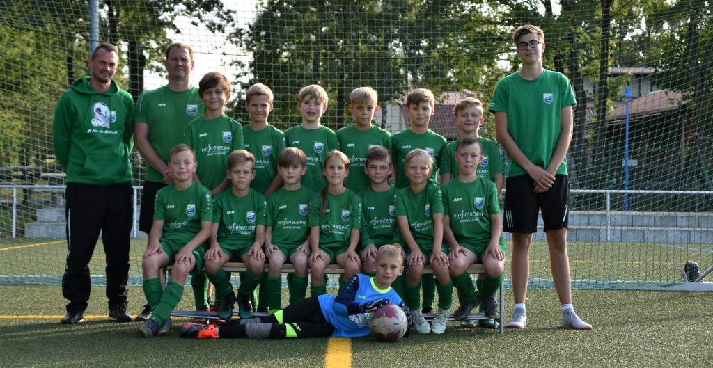 2019-2020 E1-Junioren Kreisliga Ost Jahrgänge 2009-2010 mit denh Trainern Daniel Baumann, Marcel Brüning und Willi Golaszewsk~1